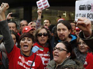 Iglesias, con los trabajadores de Coca-Cola