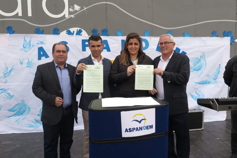 Marbella respalda a la asociaci n aspandem con la firma de for Convenio jardineria 2016