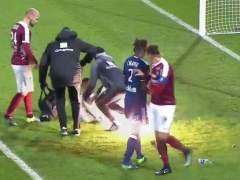 Suspenden un partido de la liga francesa al estallar un petardo
