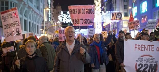 Miles de personas llenan la Gran Vía de Madrid para pedir