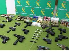 Treinta detenidos en España por venta ilegal de armas por internet