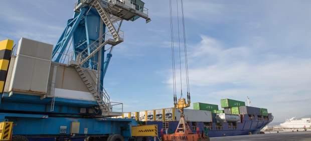 Operativo con contenedores en el puerto de Motril