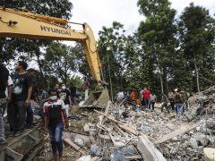 Al menos 92 muertos por un terremoto en Indonesia