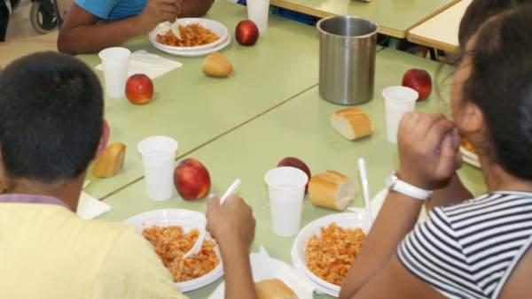 Carmena aumenta un 50% las becas de comedor para llegar a 10.000 ...