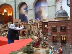 Ya se puede visitar el belén de la Puerta del Sol, que esté año está dedicado a Carlos III