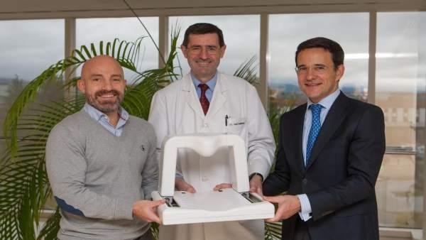 El doctor Gastaminza junto a David Luquin y Gustavo Pego.