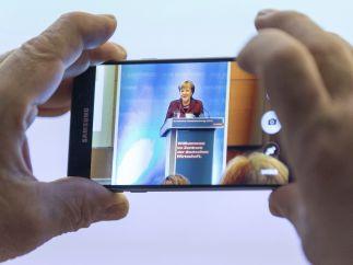 Merkel a través del móvil