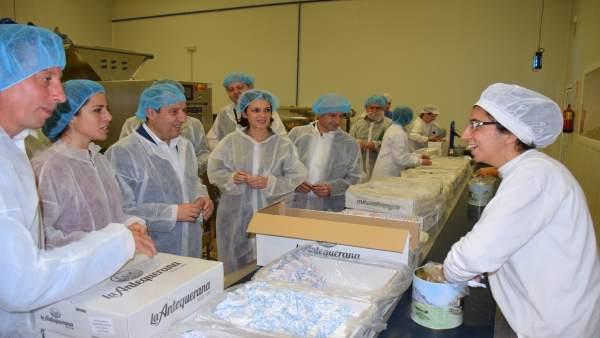 Ruiz espejo visita mantecados la antequerana navidad producción dulces navideños