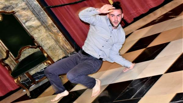 El bailarín Iván Benito, este viernes, en el Teatro Principal de Zaragoza.