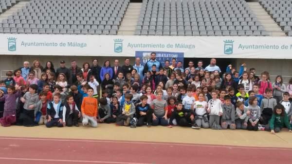 Escolares malagueños práctica atletismo estadio ciudad de málaga Vivas