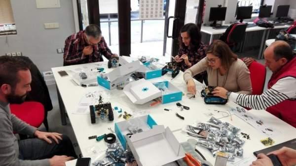 La Junta imparte talleres de robótica a través de los Guadalinfo