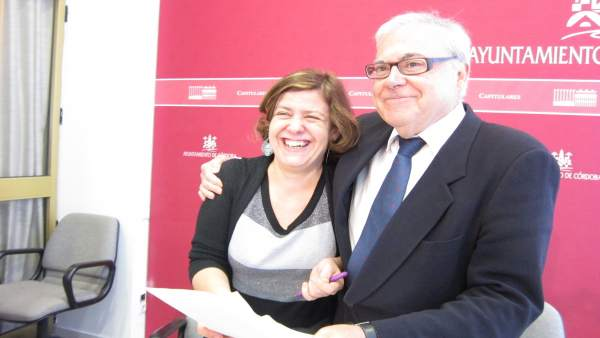 Alba Doblas y Emilio Aumente en el Ayuntamiento