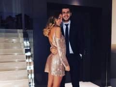 El futbolista Álvaro Morata pide matrimonio a su novia en mitad de una función teatral en Madrid