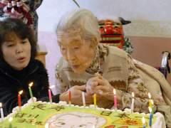 Japón usa pegatinas con un código QR para identificar a ancianos