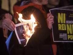 Libertad sin fianza para los dos jóvenes de Arran acusados de quemar una foto del rey en Palma
