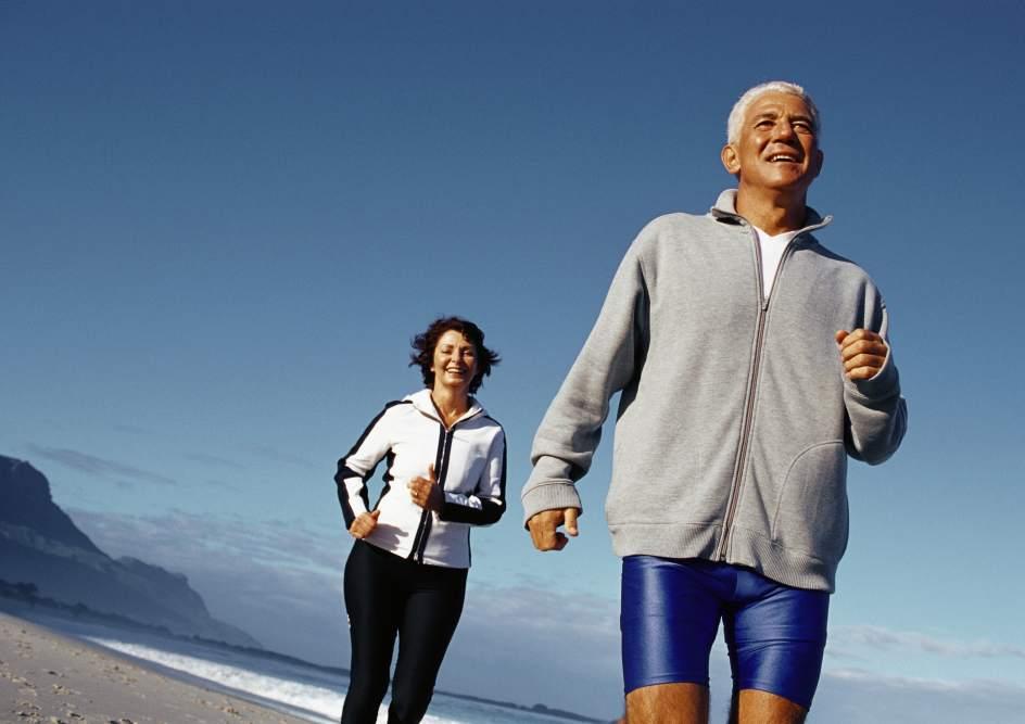 Los españoles hacen algo más de ejercicio, pero también se automedican más, según el CIS
