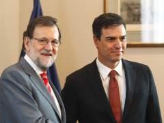 Sánchez llama a Rajoy y le garantiza su apoyo para defender la Constitución