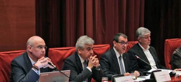 El conseller de Interior, Jordi Jané, el segundo por la derecha, comparece en comisión parlamentaria.