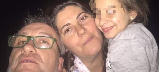 Nadia con sus padres.
