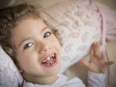 Mencía, de solo siete años, padece una enfermedad mitocondrial ultrarrara