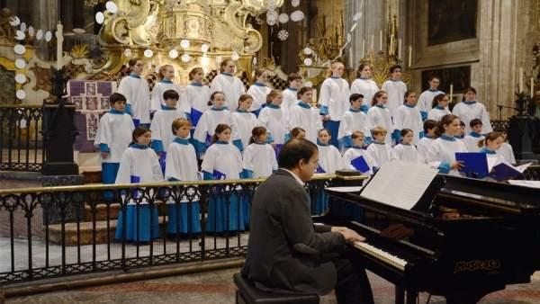 Los blauets de lluc y cappela cantan en el concierto solidario de navidad de la obra social y - Sa nostra pisos embargados ...