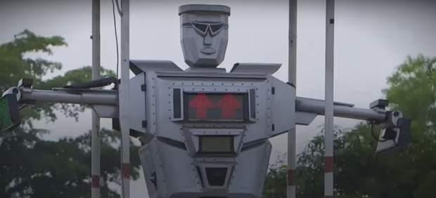 Tamoke, el robot que regula el tráfico en la capital del Congo