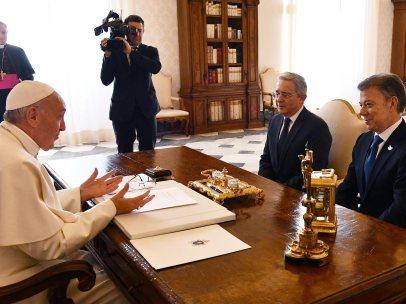 El papa se reúne con Santos y Uribe