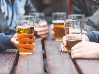El consumo de alcohol es más barato en España