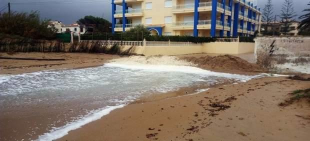 D nia empieza a instalar bancos de arena para proteger las viviendas de primera l nea de playa - Pisos de bancos primera linea de playa ...