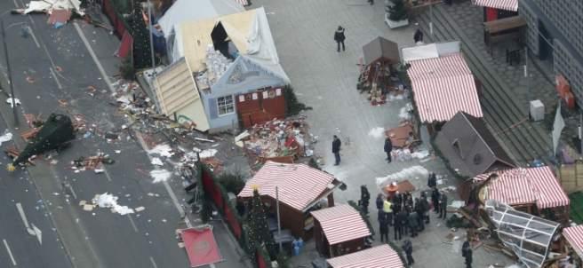 Merkel visita la zona del atentado en Berlín
