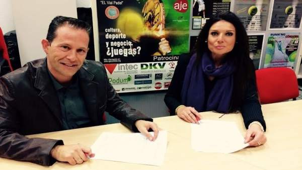 Chacón y Alés firman el convenio de colaboración