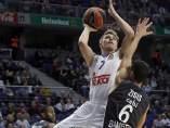 Luka Doncic ante el Brose Baskets