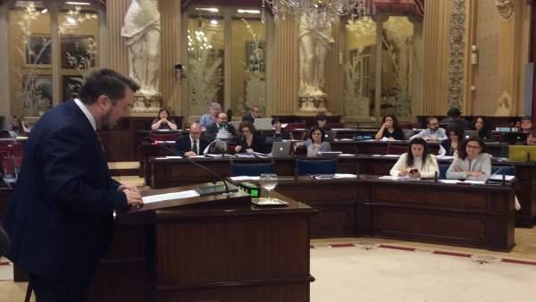 Antoni Camps defiende las enmiendas a Hacienda en el pleno