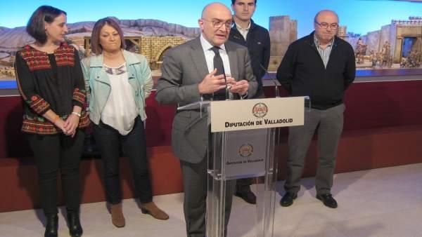 Carnero se dirige a los medios acompañados de portavoces de grupos