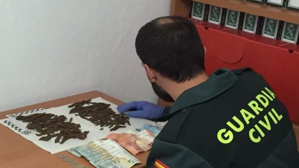 La Guardia civil se incauta de 54 barritas de hachís