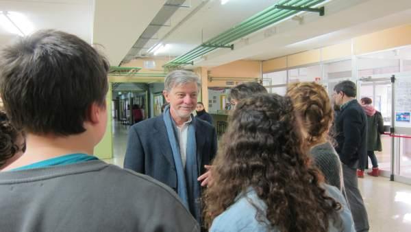 El alcalde con alumnos el IES Blecua