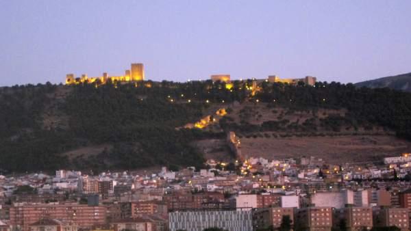 Vista de Jaén con el Castillo de Santa Catalina al fondo.