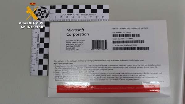 La Guardia Civil desarticula un punto de venta de licencias falsas