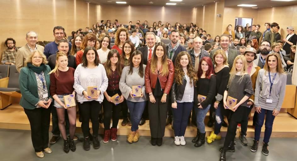 Cesine entrega sus premios anuales para reconocer la for Profesores exterior