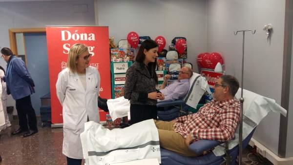 Carmen Montón anima a donar sangre