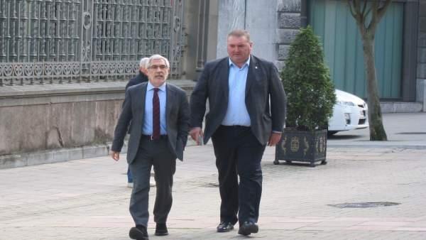 El coordinador general de IU Asturias, Ramón Arguëlles y Gaspar Llamazares