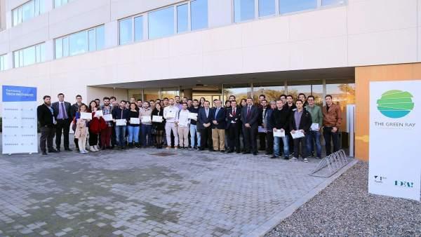 Estudiantes reciben certificados Samsung UMA Tech Institute
