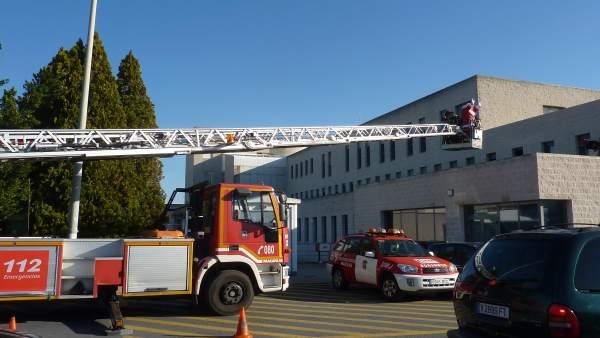 Papa Noel accede junto a los bomberos al hospital