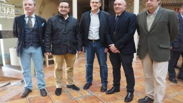 Caravaca (centro), durante el encuentro con instituciones y empresarios
