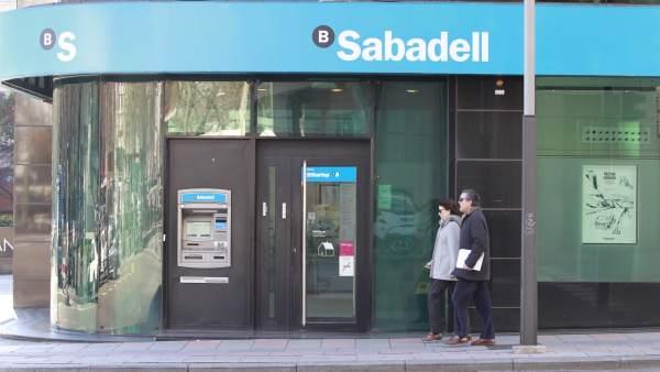 Banco sabadell cerrar unas 250 oficinas en 2017 y reducir hasta 800 empleos - Banc sabadell oficinas ...