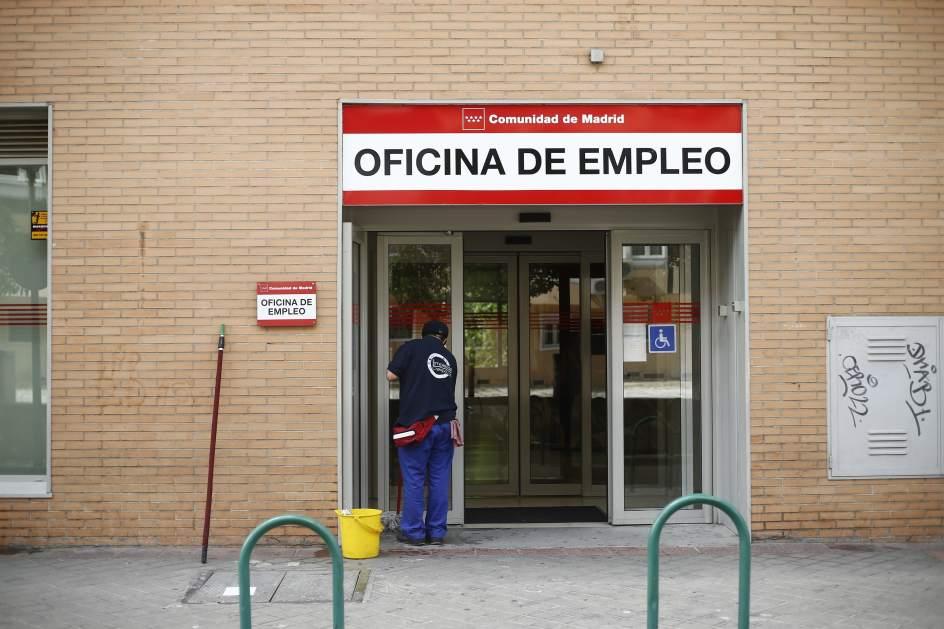 España sumó más de 600.000 afiliados en 2017 y redujo en 290.000 personas la cola del paro