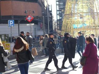 La policía patrulla Madrid fuertemente armada
