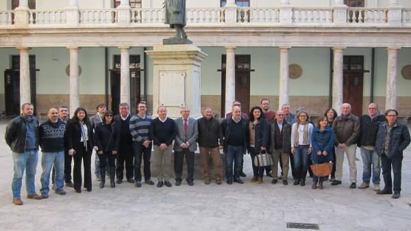 Iv, CCOO i UGT demanen garantir el coneixement de valencià dels funcionaris amb cursos segons el lloc de treball