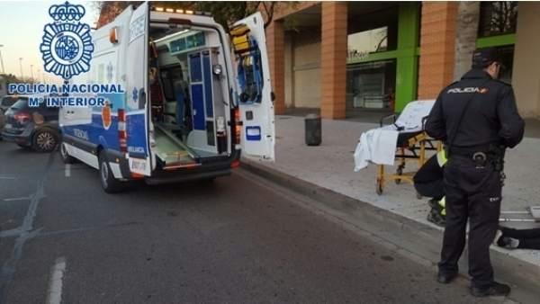 Policías y sanitarios prestan auxilio en Córdoba