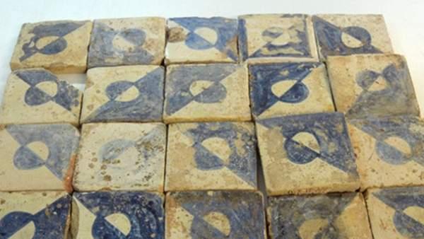 Troben a la fàbrica de Bombas Gens centenars de taulells d'estil maniser del segle XV